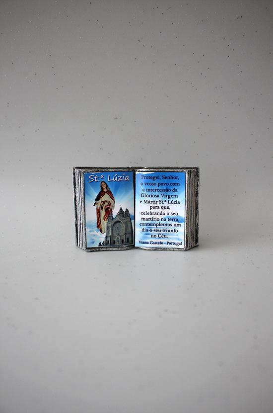 Livro com dedicatória de Santa Luzia