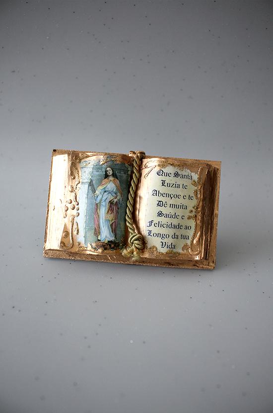 Livro com dedicatória de Santa Luzia dimensões:  7*11 cm