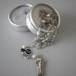 Terço de cristal alusivo a Santa Luzia