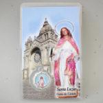 Oração com medalha de Santa Luzia e com o Templo